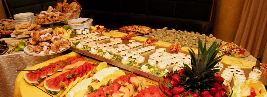 Catering a party servis